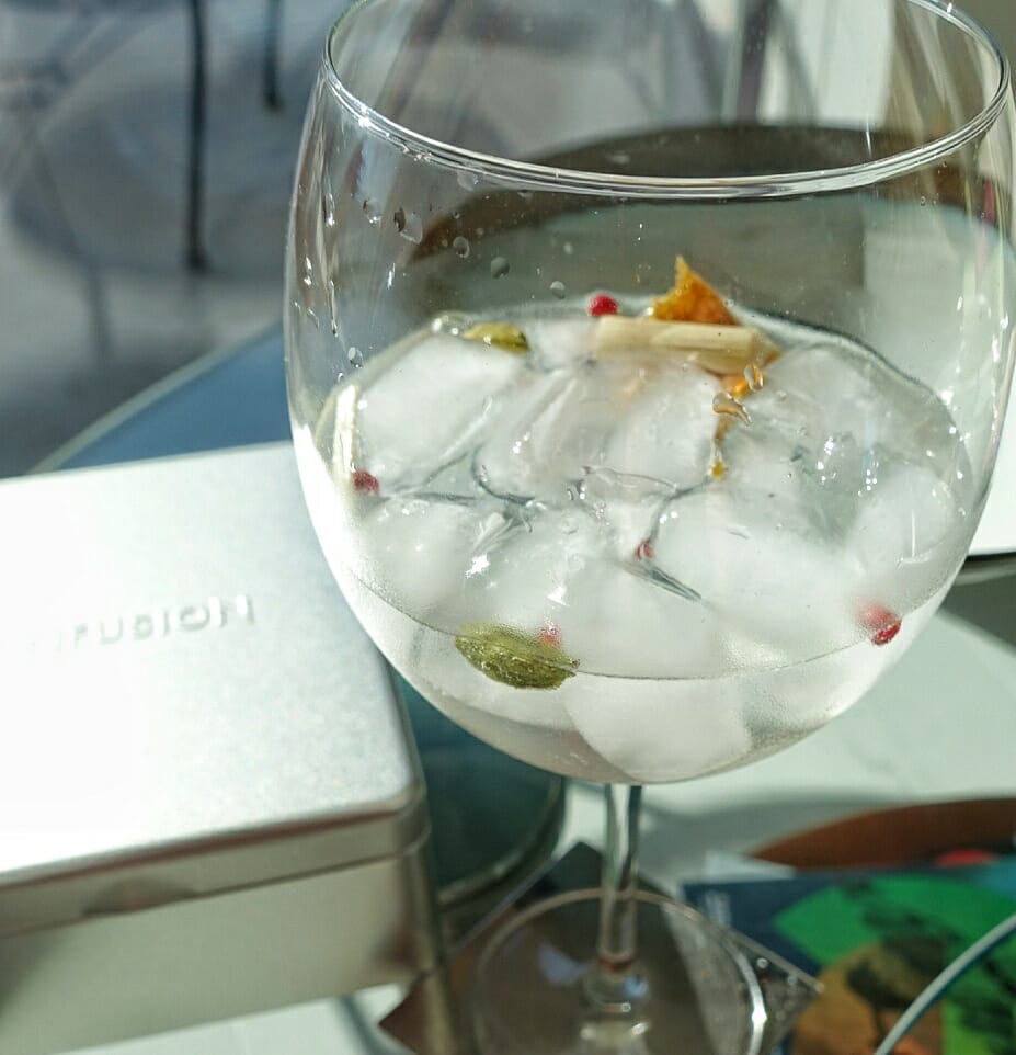 Gin and tonic with the Citrus pack, with dried peel, lemon grass, green cardamom and pink peppercorns