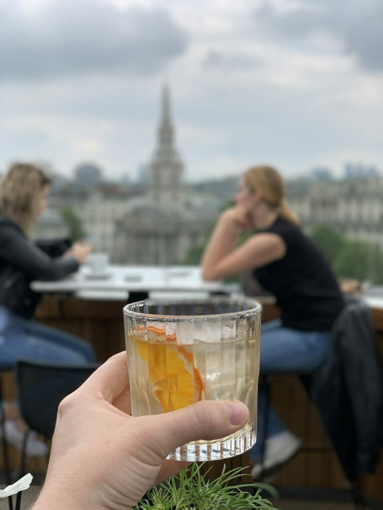 Cocktail class held in front of Nelson's column