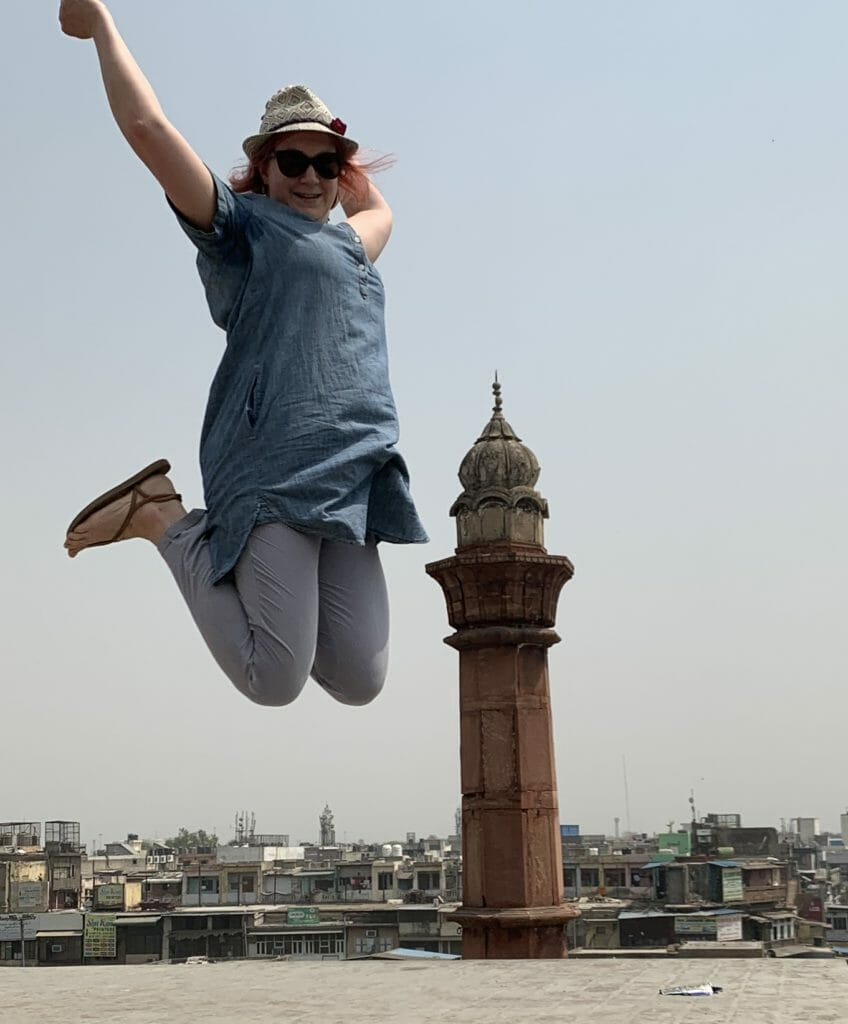 What to wear as woman in India, jumping on the roof of the spice market in Delhi