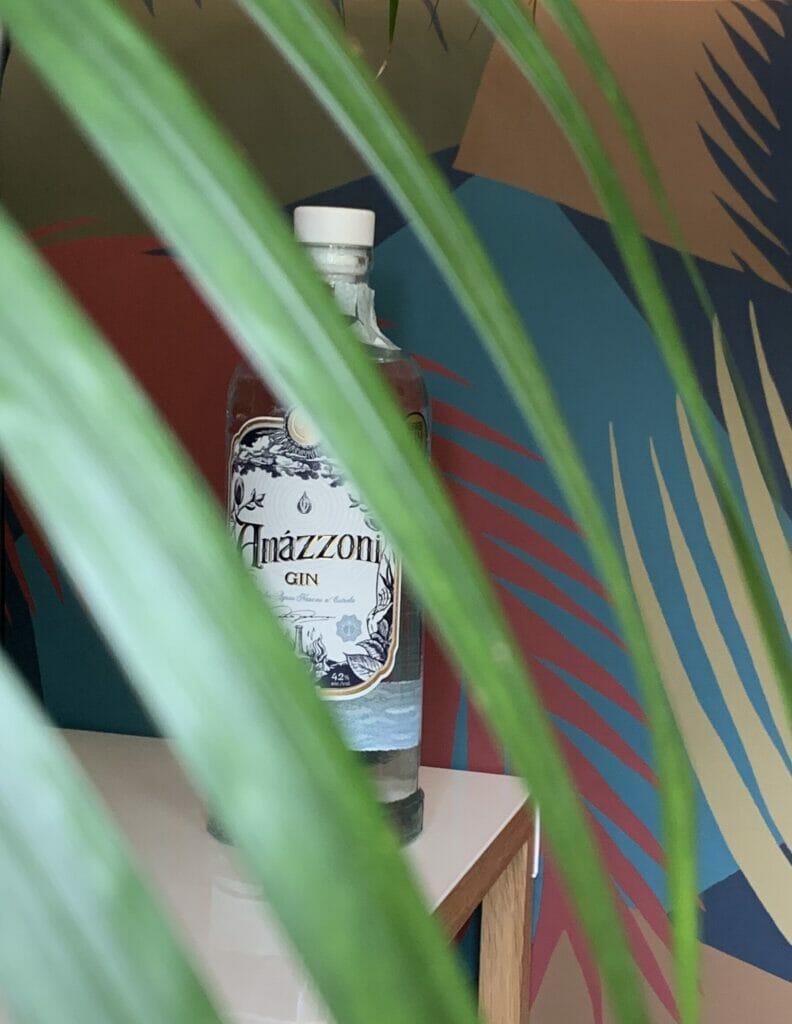 Amazzoni gin behind leaves