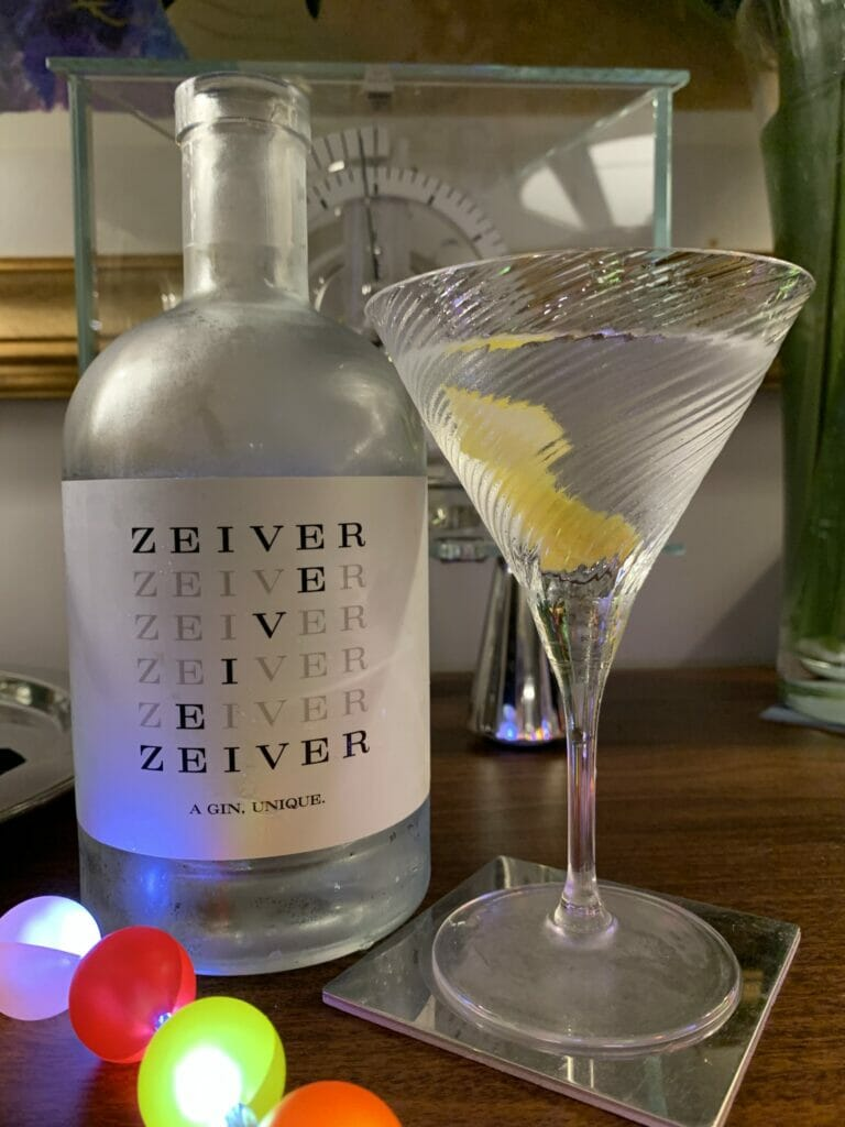 Dry martini with Zeiver gin and a citrus twist